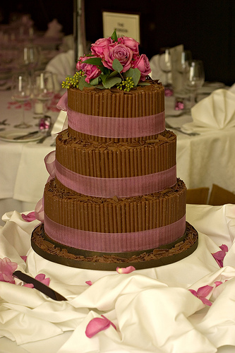 atlanta wedding cakes cakes with fresh flowers flowers on the cake wedding cake and flowers. Black Bedroom Furniture Sets. Home Design Ideas